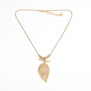 WENZHE Gold Hollow Leaf Pendant Necklace