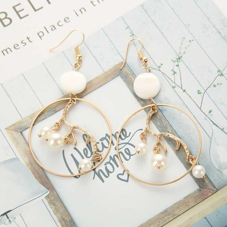 Fashion-gold-geometric-big-hoop-inner-branch (2)
