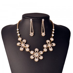 WENZHE New Arrival Crystal Flower Necklace Earrings Dubai Gold Plated Wedding Jewelry Set