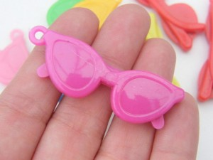 10 Mixed random colours plastic acrylic sun glasses pendants