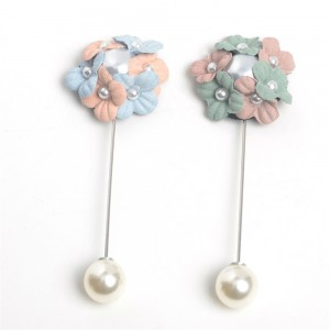 WENZHE Beautiful Flowers Pearl Alloy Metal Scarf Clips Brooches