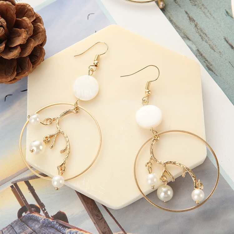 Fashion-gold-geometric-big-hoop-inner-branch