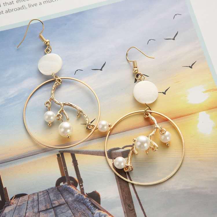 Fashion-gold-geometric-big-hoop-inner-branch (1)