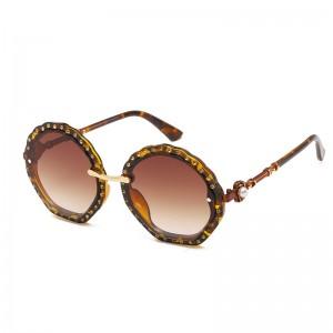 WENZHE European and American Fashion Sunglasses Tortoise Framed Diamonds Pearl Ladies Sunglasses