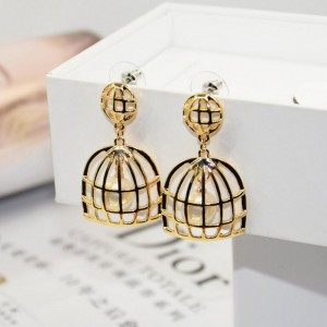 Hot sale gold plated alloy birdcage design pearl stylish girl earrings