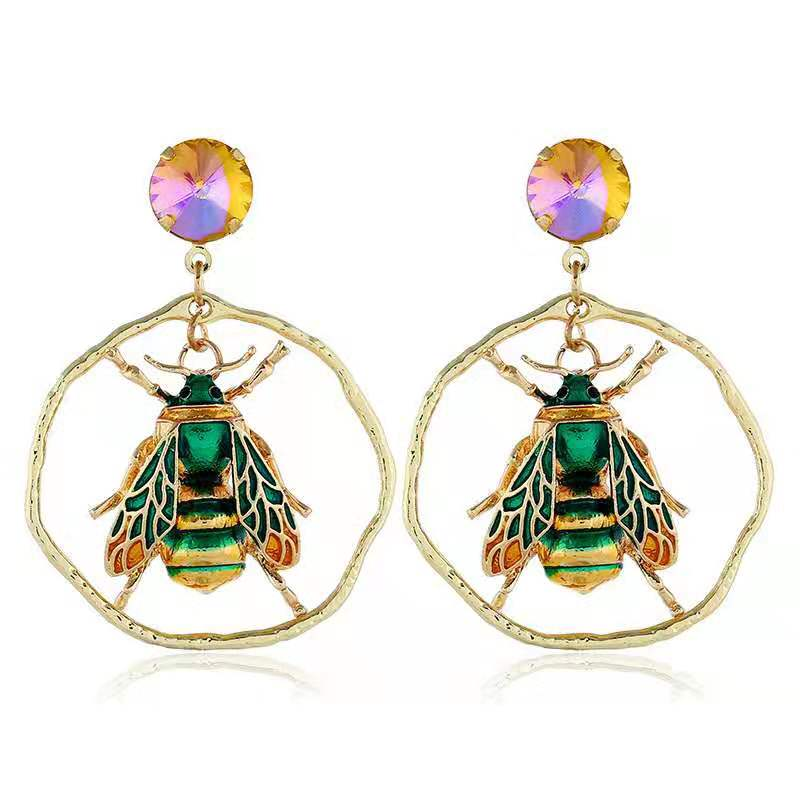 WENZHE Wholesale Elegant Party Gifts Unique Animal Bee Round Earrings Fashion Women Jewelry Featured Image