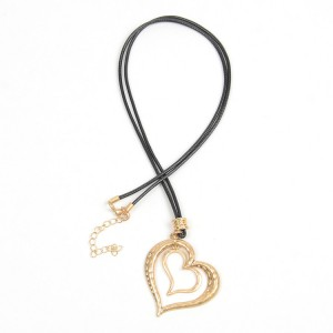 WENZHE Gold Hollow Heart Pendant Necklace