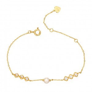 14K Gold Plated Charm Bracelet With Pearl