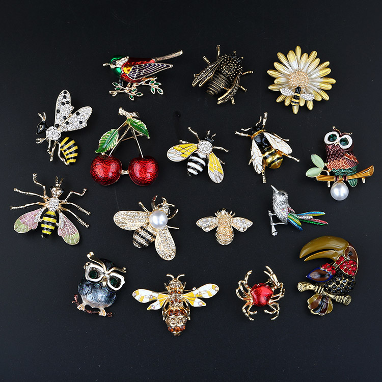 2019 new painted bee brooch animal accessories pin cute metal studded bee collar brooch Featured Image