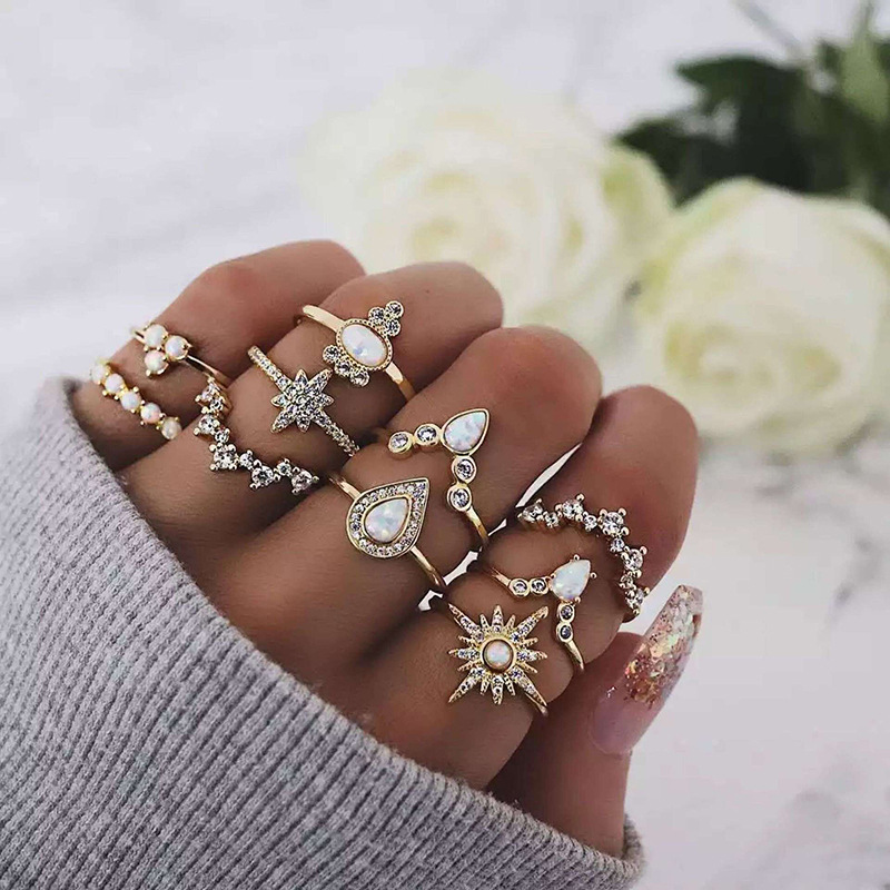 WENZHE gold plated alloy flower crystal finger ring set Featured Image