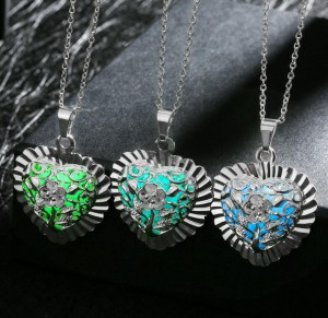New White Gold Plated Heart Shape Luminous Glow Jewelry Dark Diffuser Necklace For Gift