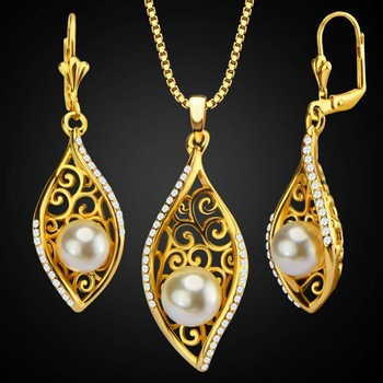 Fashion bride pearl copper plated 18K gold zircon leaves hollow Dubai necklace earrings two-piece jewelry set Featured Image