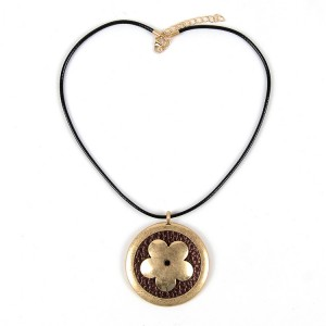 WENZHE Flower Round Pendant Gold Alloy Necklace