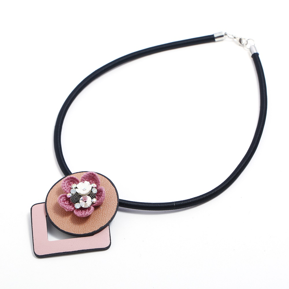 WENZHE Fashion new leather PU flowers irregular choker necklace for women Featured Image