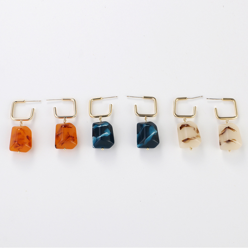Retro-like-amber-earrings-natural-texture-resin (1)