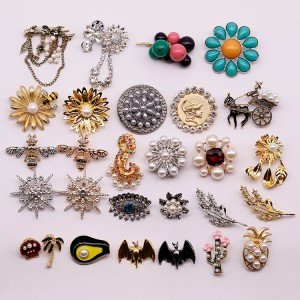 2019 new retro anise star bee bat boutonniere clothing accessories pin