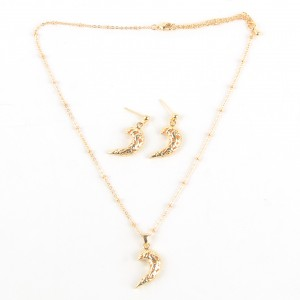 WENZHE Ladies Jewelry Set New Style Women Gold Chain Moon Pendant Necklace Jewelry Set